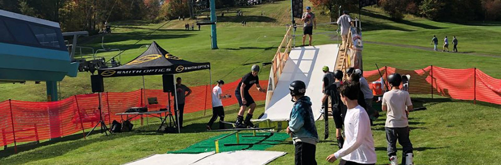 Fall Rail Jam structure with competitors