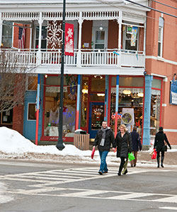 winter shoppers in Ellicottville